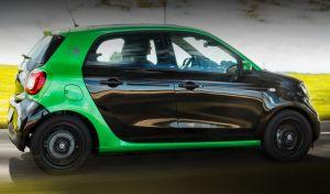 Câștigă o mașină electrică Smart ForFour Passion și 10 vouchere Carrefour în valoare de 100 lei fiecare